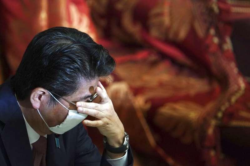 日本受新冠肺炎(武漢肺炎)衝擊,安倍晉三政府面臨極大考驗。(AP)