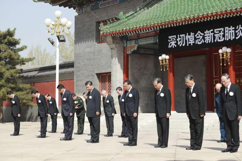 2020年4月4日清明節,中國舉行全國性哀悼活動,悼念抗擊新冠肺炎犧牲的烈士及民眾。(AP)