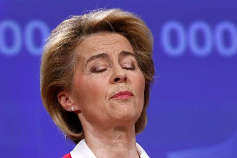 歐盟執委會主席馮德萊恩呼籲各成員國攜手合作共同抗疫,但27個成員國各行其事,以維護本國利益為重(AP)