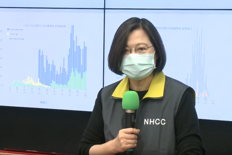 總統蔡英文7日上午視察桃園機場海關防疫措施。(資料照,總統府提供)