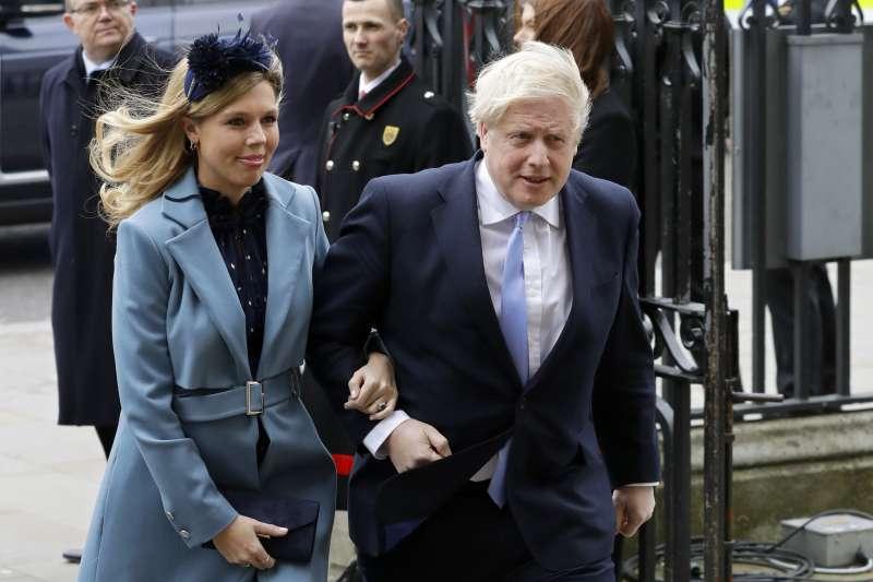 英國首相強森與未婚妻塞蒙茲( Carrie Symonds)(AP)