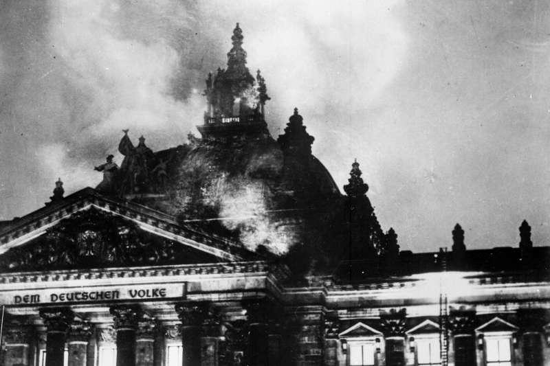 德國建立納粹黨一黨專政獨裁的關鍵事件,1933年2月27日國會縱火案(Wikipedia / Public Domain)
