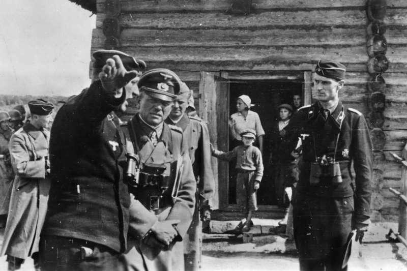 古德林與身著黑色制服的裝甲軍官
