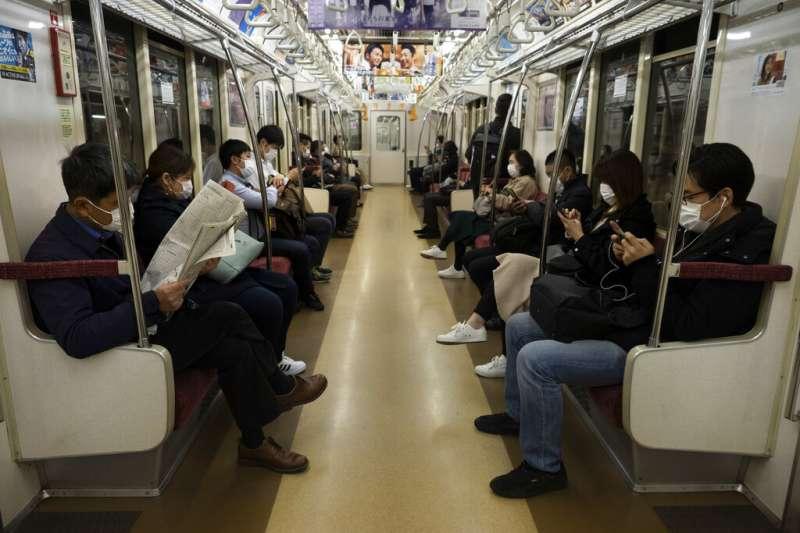 東京地鐵一隅。(美聯社)