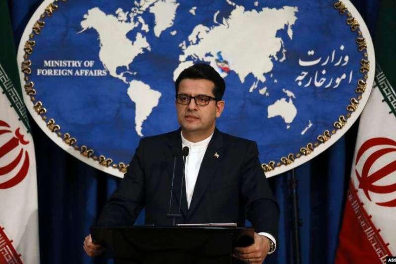 伊朗外交部發言人穆薩維在伊朗德黑蘭的一個媒體會議上發言。(美聯社)