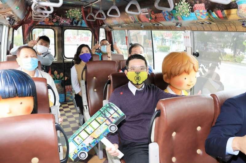 宜蘭市幾米觀光巴士「星空號」與「奇蹟號」自即日起開放預約包車。(圖/宜蘭市公所提供)