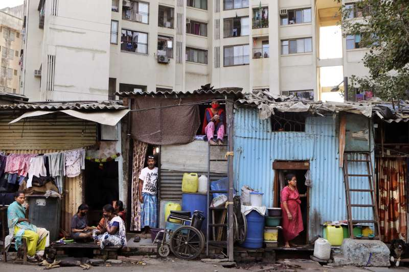 武漢肺炎疫情衝擊全球,印度實施21天的全國封鎖措施,窮人大受衝擊(美聯社)