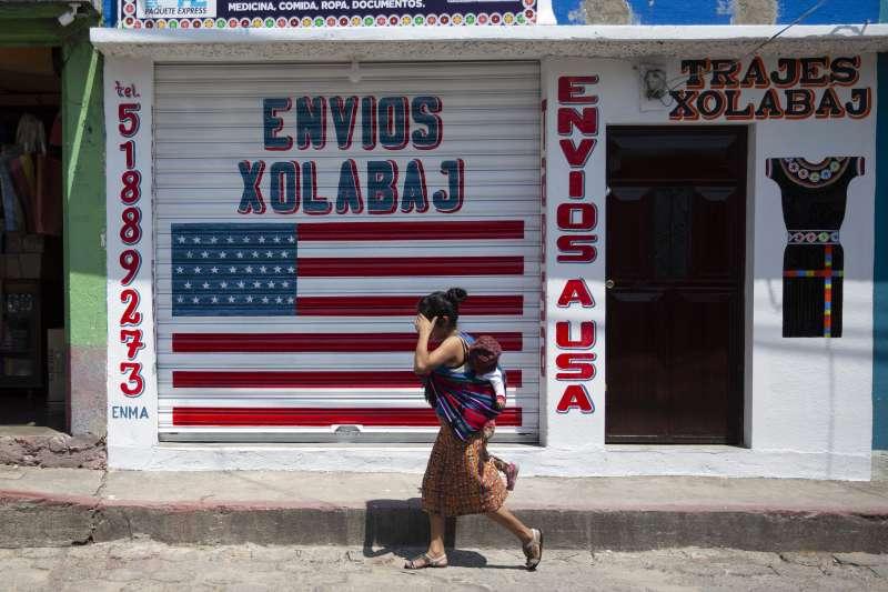 中美州瓜地馬拉民眾極度仰賴海外親人的匯款(美聯社)