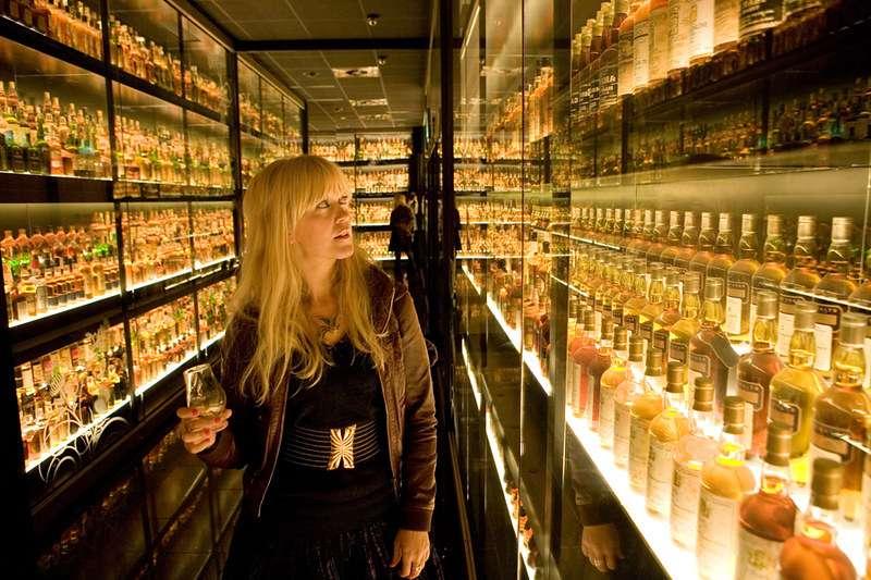 多嘗試幾款特殊過桶的威士忌,相信你和喜愛威士忌的老闆或客戶,會有更多的話題可以聊。(圖/flickr@Daniella Baptista)