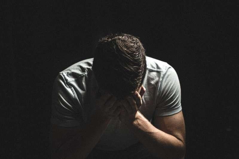 發現自己不斷出現各種負面思考和情緒時,該怎麼辦呢?(示意圖/取自pixabay)