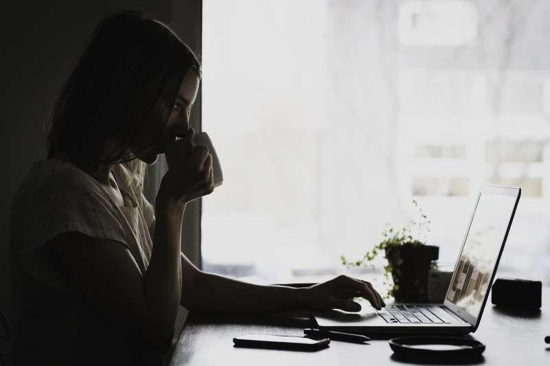 防疫期間必須堅守在家的苦悶(示意圖/取自pixabay)