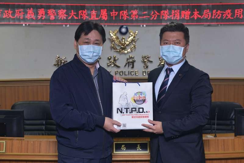警察局長陳檡文與市議員張志豪合影。(圖/新北市警察局提供)