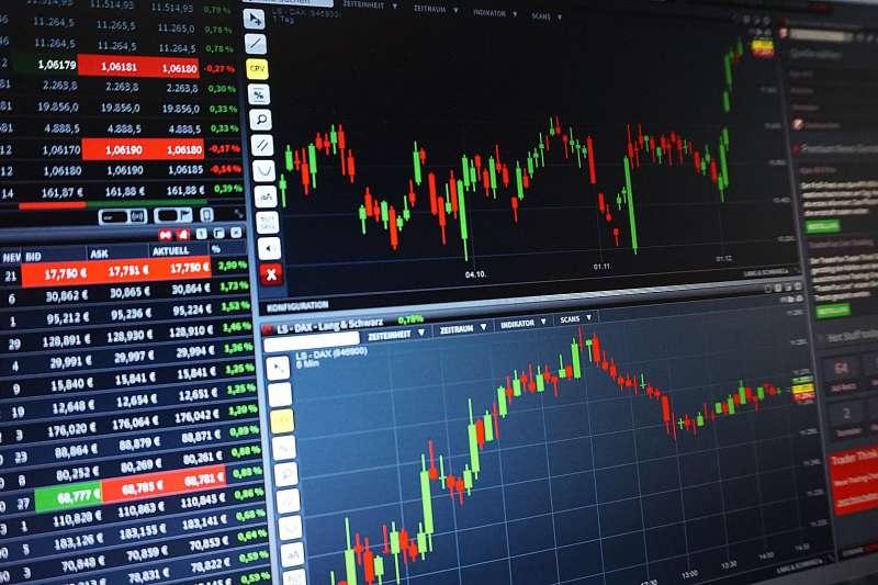 新手遇到股市大跌時該怎麼做呢?(圖/PIX1861@pixabay)