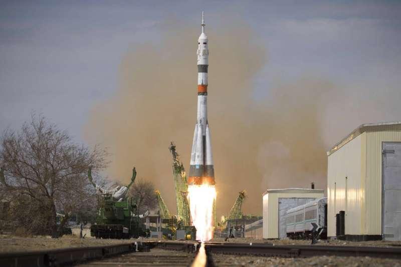 美國NASA、俄羅斯太空總署3名太空人4月9日下午1時05分飛向國際太空站。(AP)