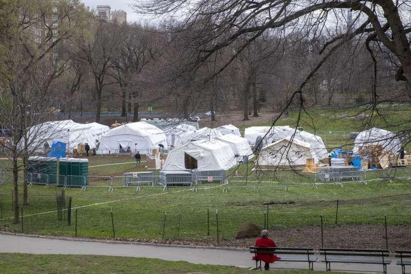 美國慈善機「善普施國際救援組織」在紐約中央公園搭建野戰醫院(美聯社)