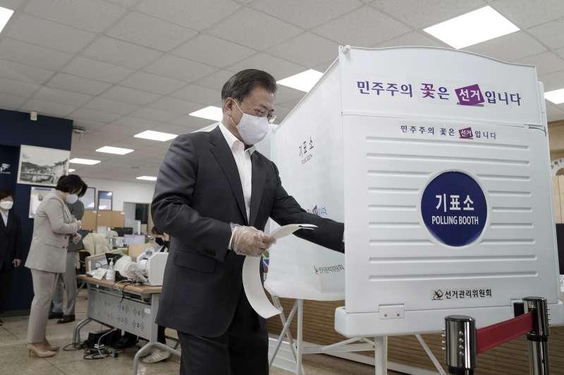 南韓國會大選:南韓總統文在寅提前投票(AP)