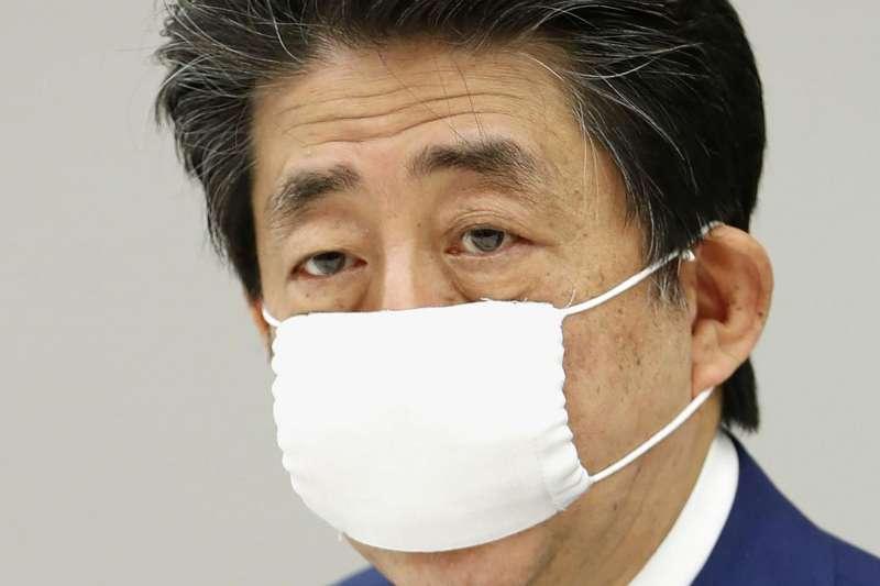 戴口罩的日本首相安倍晉三(AP)