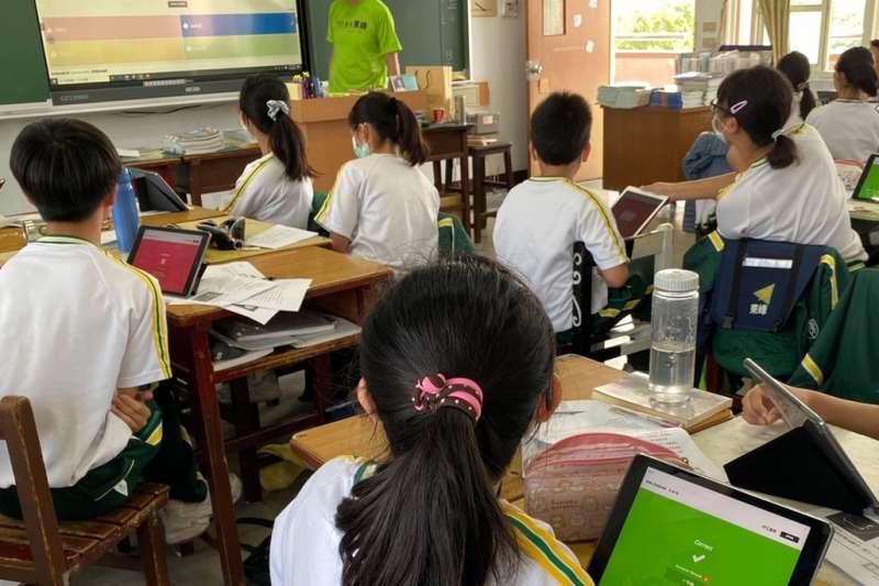 因應疫情需求,中市教育局整合公私資源,部署線上教學。(圖/台中市政府提供)