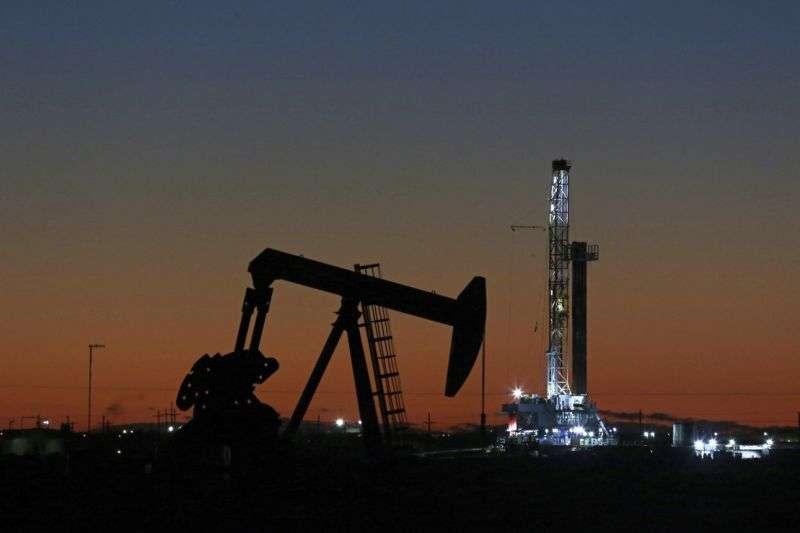國際能源署和石油輸出國組織,再度下調今年的原油需求(美聯社)