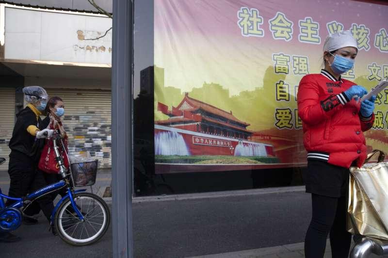 隨著武漢解封,代表中國第2季度活動重回正軌,加上中國在貨幣及財政政策方面大舉雙管齊下,為人民幣創造較穩定的環境。(美聯社)
