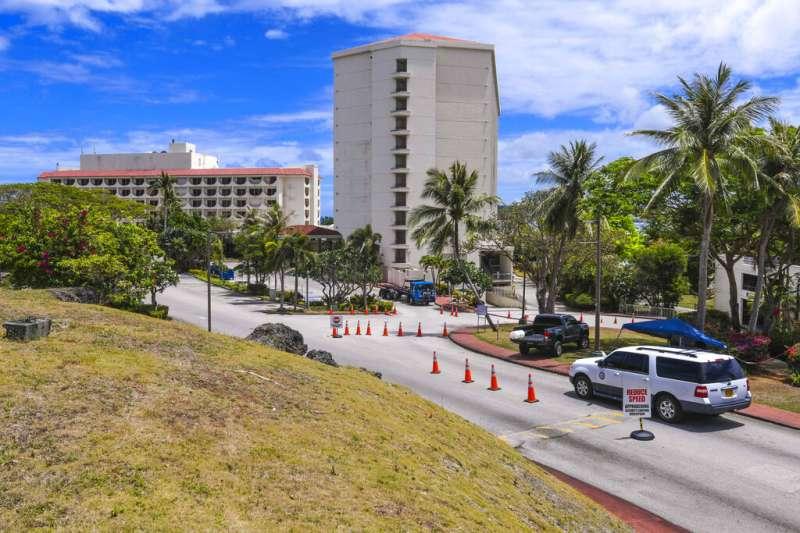 美國「羅斯福號」航母的水兵目前正在關島的飯店進行隔離。(美聯社)
