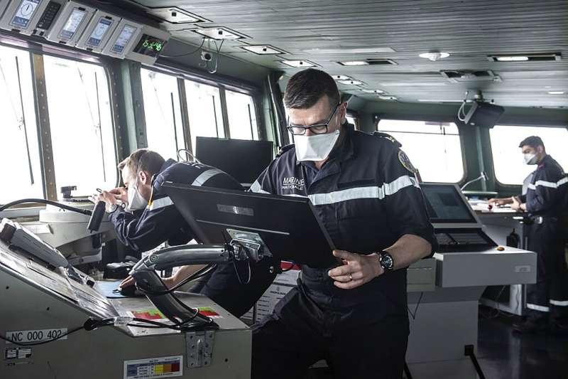 法國「戴高樂號」航母的水兵。(美聯社)