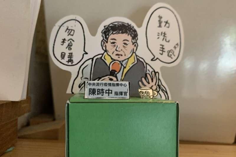 台灣插畫家許彤製作了《ㄧTonn防疫美勞教室》繪製出萌版陳時中部長、唐鳳機器人,只要簡單幾個步驟就能把部長、唐鳳輕鬆放桌上與大家一同對抗疫情!(圖/作者提供)