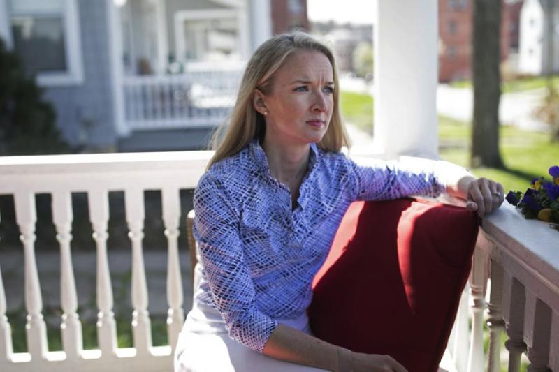 描述自己的新冠症狀時,38歲康復者愛德華茲說:「我從未有過這種感覺。」她說這種感覺來勢洶洶,就像溺水一樣。 (Maddie McGarvey for the Wall Street Journal)