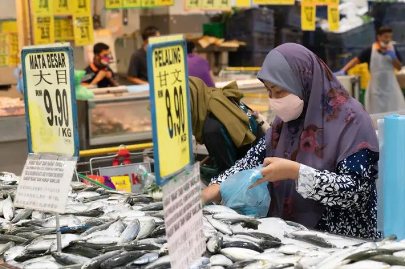 馬來西亞從3月中開始封鎖全境,但當局並未考慮到許多婦女的困境與需求(美聯社)
