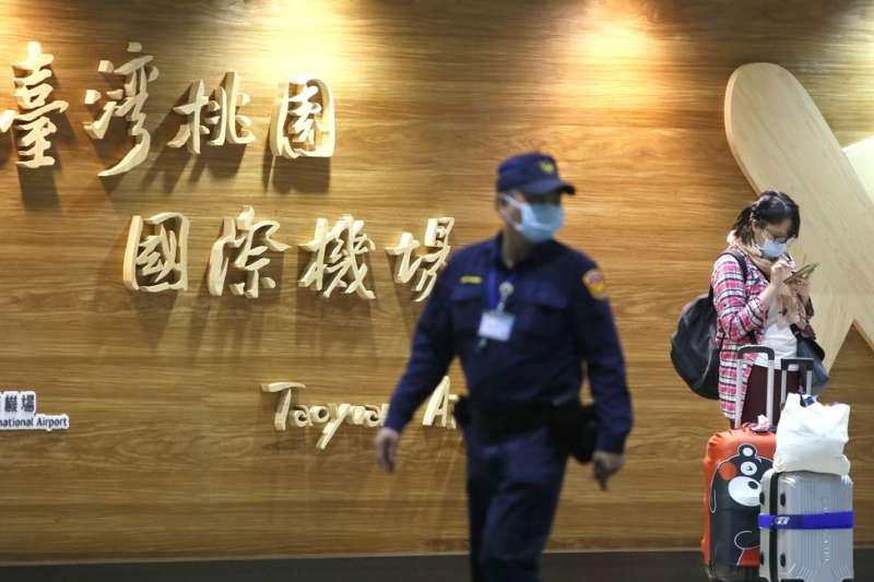 防疫期間,旅客入境台灣都將受到嚴格的電子管控。(柯承惠攝)
