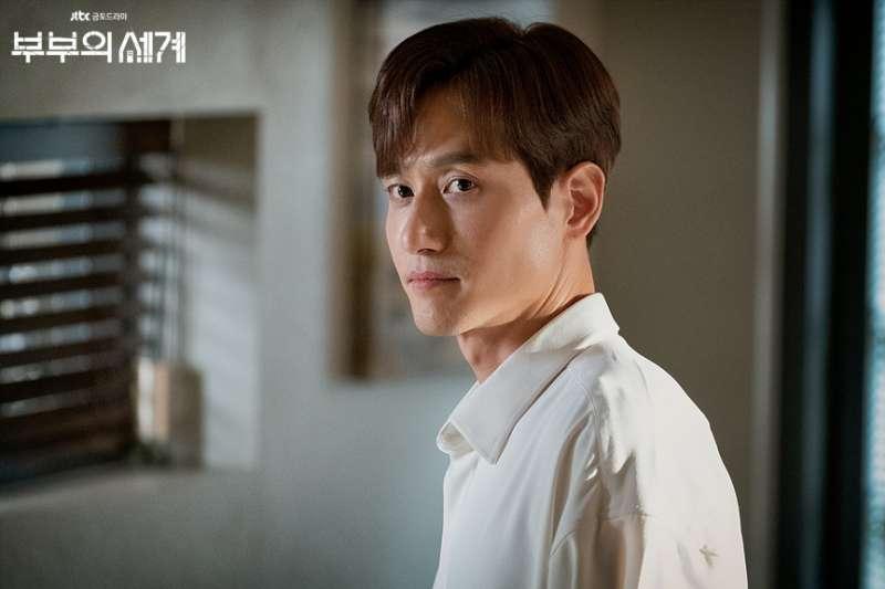 朴海俊在《夫婦的世界》中飾演「世紀渣男」李泰伍(圖/IMDB)