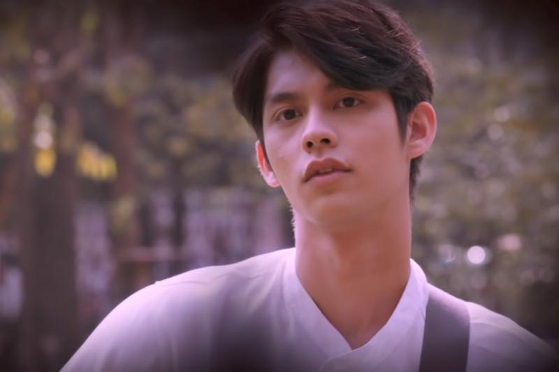 22歲的泰國男演員瓦奇拉維特·奇瓦雷(Vachirawit Chiva-aree,藝名Bright)因為泰國BL劇《因為我們天生一對》(2gether,中譯《假偶天成》)而爆紅。(取自YouTube)