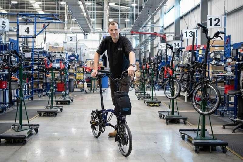 布朗普頓自行車廠首席執行官威爾·巴特勒-亞當斯(Will Butler-Adams)說,他們的自行車銷售明顯增長。(圖 /BBC News)