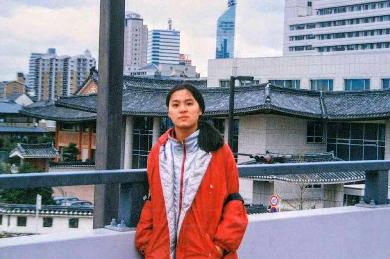 國民黨立委陳玉珍(見圖)留學生涯「橫跨美中日」,她自認底氣十足、堅定明白中華民國是她的國家。圖為陳玉珍在日本唸法學碩士時於大阪留影。(陳玉珍提供)