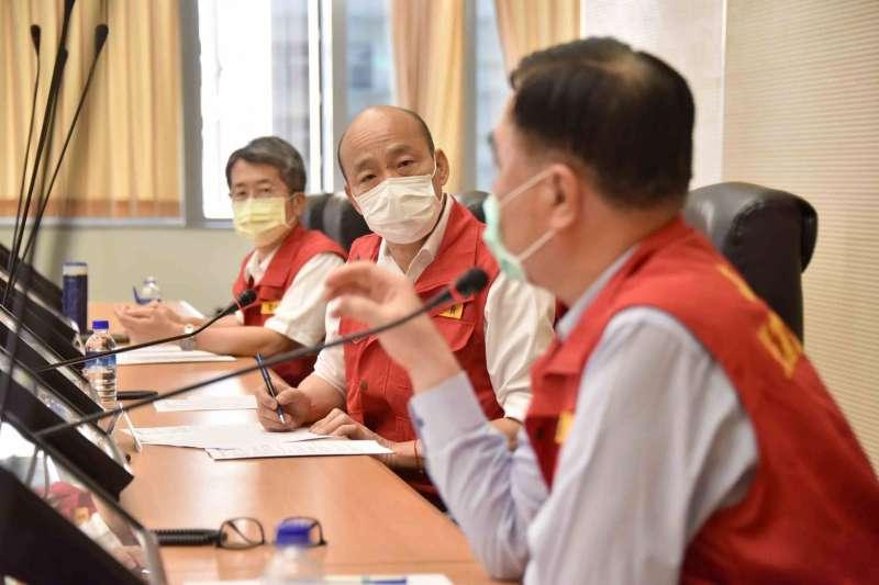 高雄市長韓國瑜(中)宣布5月3日將於四維與鳳山行政中心舉行「兵推演練」。(資料照,高雄市政府提供)