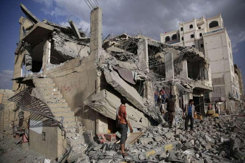 葉門內戰經年,首都沙那許多地區宛如廢墟(AP)