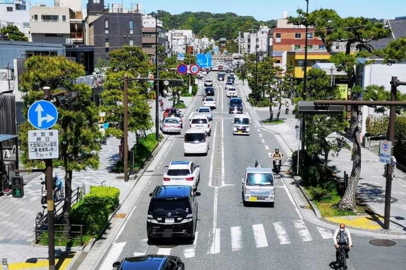 鎌倉出現觀光車潮。(圖/kamakura_kyokai@twitter)