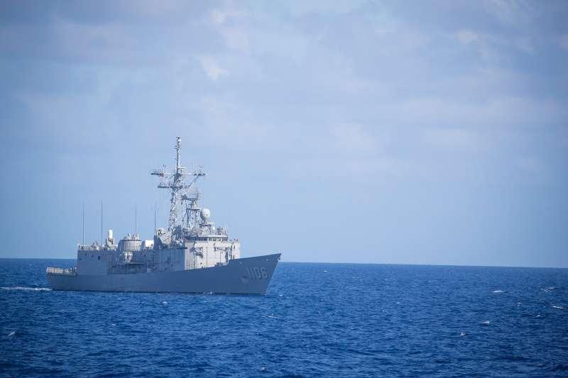 2020年4月16日,海軍民國109年敦睦遠航訓練支隊結訓典禮,岳飛艦(海軍臉書)