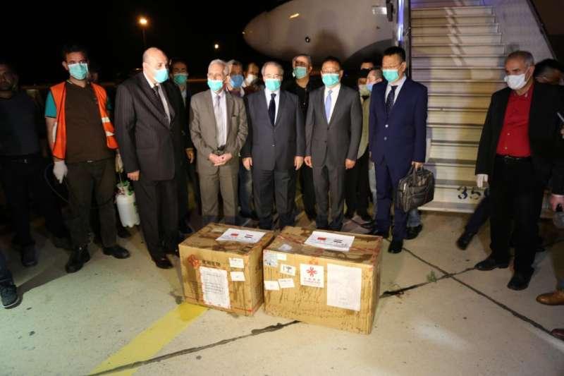 中國提供敘利亞物資:2箱共2000篩檢試劑(翻攝中國駐敘利亞大使館)