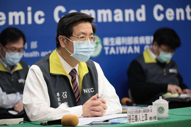 中央疫情指揮中心24日舉行記者會,指揮中心專家諮詢小組召集人張上淳(見圖)在會中說明疫情。(中央疫情指揮中心提供)
