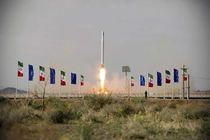 2020年4月22日,伊朗伊斯蘭革命衛隊(IRGC)成功發射該國第一枚軍事衛星(AP)