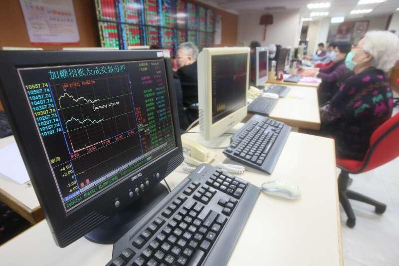 投資人高檔居安思危心態發酵,對未來半年股市信心指標竟創歷史新低。(資料照,柯承惠攝)