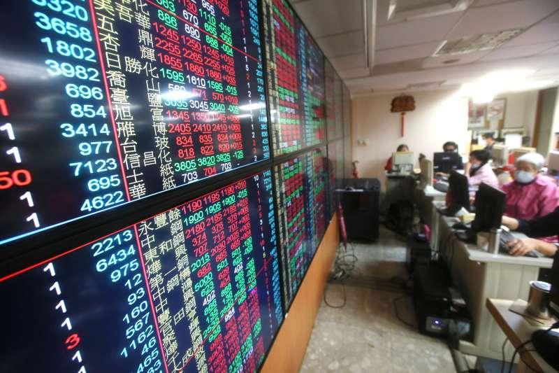 台股最熱門的國民 ETF元大台灣50(0050)6日進行第一階段公告,每股預計配發0.7元,除息日訂為7月21日、收益分配發放日為8月24日。(柯承惠攝)