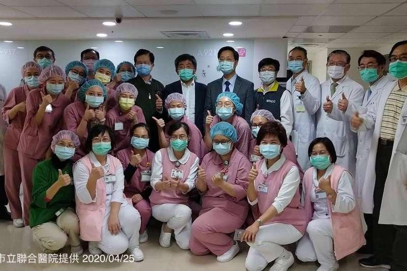 20200425-中央流行疫情指揮中心指揮官陳時中視導和平醫院醫療整備情形。(指揮中心提供)