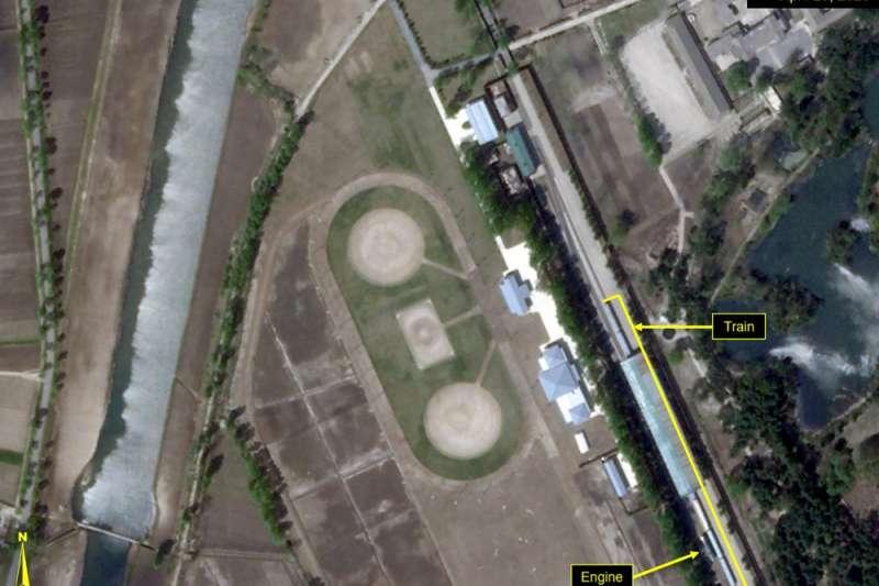 北韓觀察網站分析,金正恩專屬列車4月23日停靠在元山市領導人站的家族行宮。(AP)