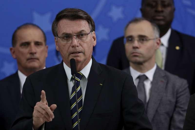 2020年4月24日,巴西博索納羅(Jair Bolsonaro)說明司法部長莫洛(Sérgio Moro)辭職事件(AP)
