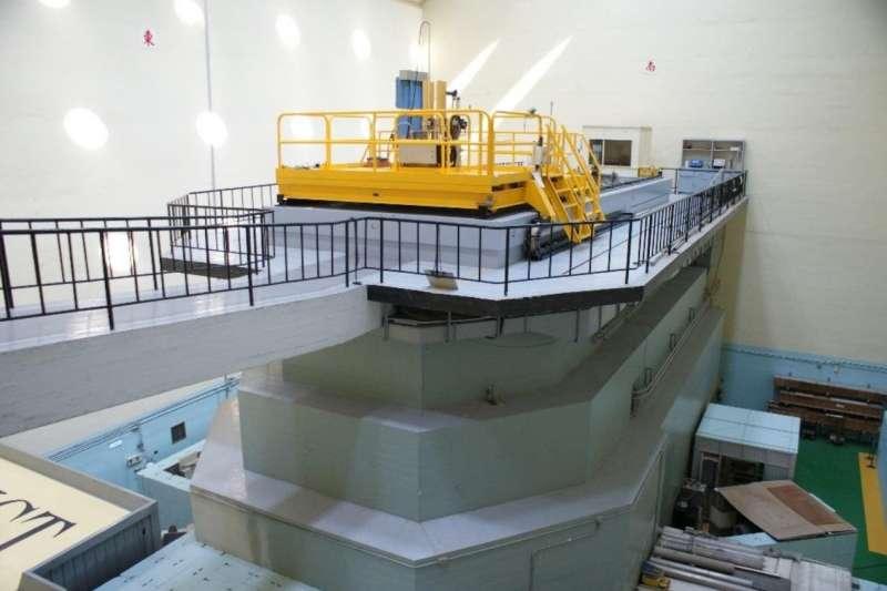 清華大學研究用水池式反應器