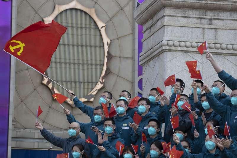 新冠肺炎:中國疫情趨緩,從外地馳援的醫護人員離開武漢(AP)