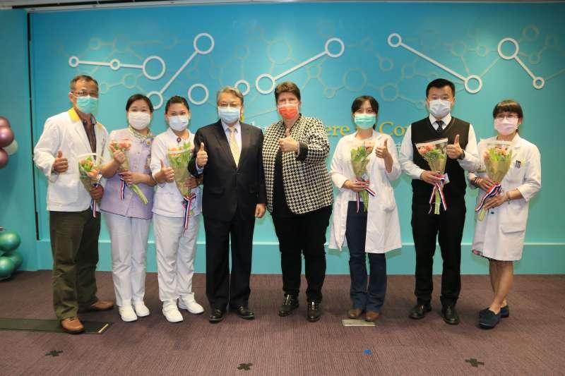 台灣日前援助荷蘭60萬片口罩,荷蘭代表處27日回贈國花鬱金香為台中醫護人員打氣。(取自台中市政府官網)
