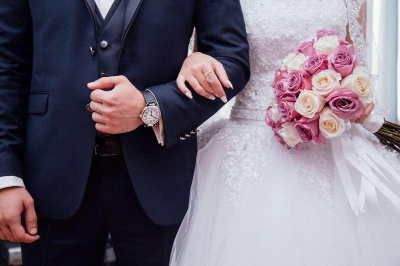 據調查,在20-49歲的群體中,有1-2成的人認為即使再有錢也不會結婚。(取自Pixabay)